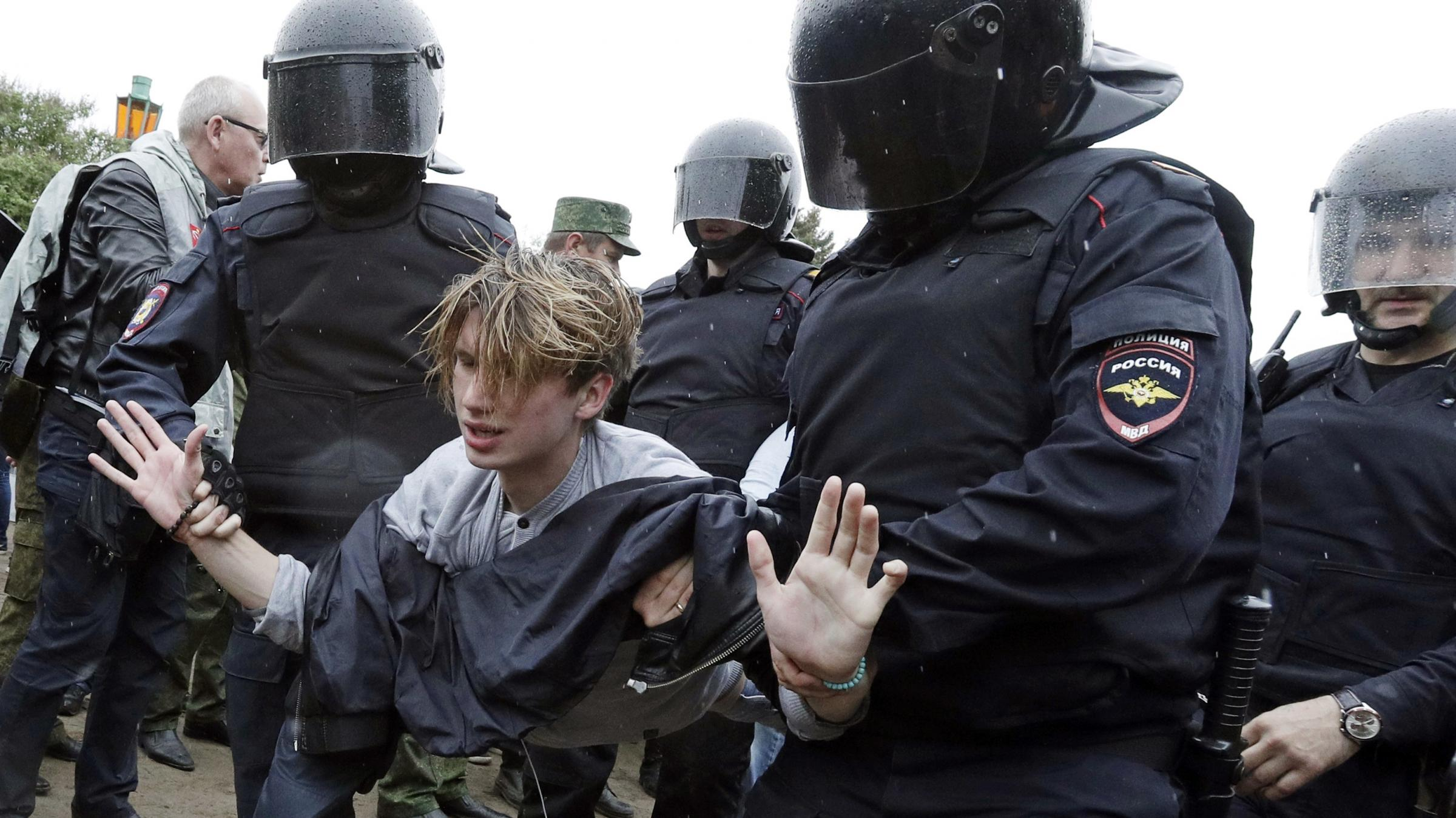 Protests across Russian Federation after Vladimir Putin critic detained
