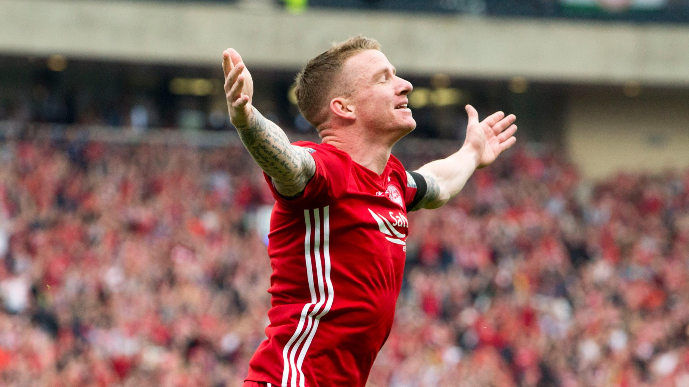 Celtic sign Jonny Hayes from SPFL rivals Aberdeen